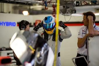 Alonso 600 km-t húzott le a Toyotával - videó