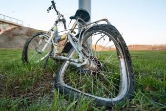 Autó előzött biciklit, meghalt egy kamasz