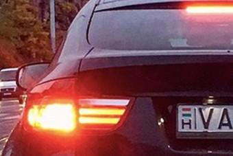 Milyen rendszámot raktak erre a magyar BMW-re? Zseni!
