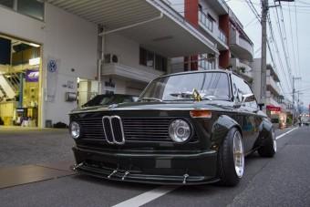 Jól áll a 02-es BMW-nek a japán tuning