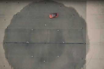 Ez a videó most megtanít driftelni, vagy legalábbis megpróbál