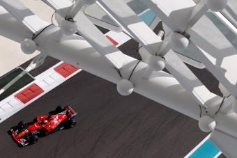 F1: Vettelé az első vér az utolsó hétvégén