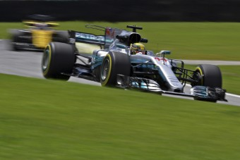 F1: A Red Bullról másolja új autóját a Mercedes