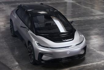 A Jaguar anyacége mentheti meg a Tesla fő ellenfelét