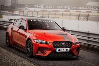 Jaguarral autóztak rekordot a Nürburgringen