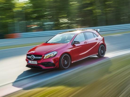 Mercedes-Benz A45 AMG: Soros négyhengeres, turbófeltöltéses motor. Furat x löket 83,0x92,0 mm, lökettérfogat 1991 cm3, sűrítési arány 8,6:1, max. töltőnyomás 1,8 bar. Teljesítmény 381 LE (280 kW) 6000/percnél. Nyomaték 475 Nm percenként 2250-5000/percnél