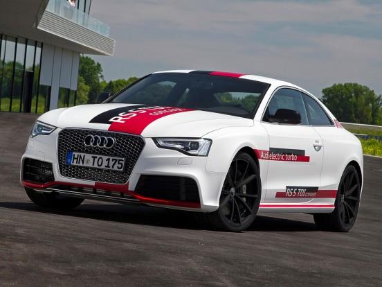 Audi RS5 TDI Concept: Hathengeres, V elrendezésű dízelmotor két turbófeltöltővel és egy elektromos kompresszorral. Furat x löket 83,0 x 91,4 mm, lökettérfogat 2967 cm3, sűrítési arány 15,5:1, max. töltőnyomás 2,4 bar. Teljesítmény 385 LE (283 kW) 4200/percnél. Forgatónyomaték 750 Nm 1250-2000/percnél