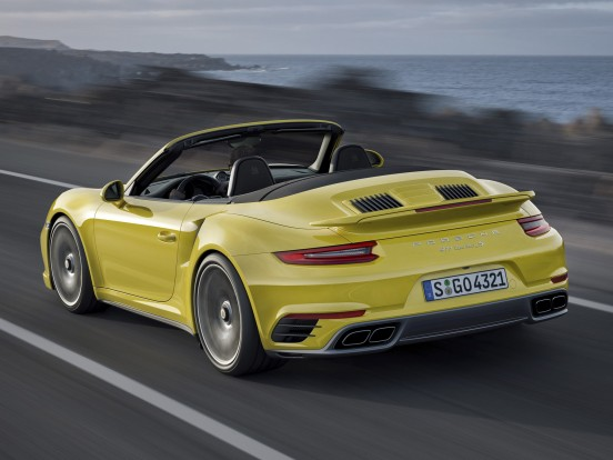 Porsche 911 Turbo S: Hathengeres boxermotor két turbófeltöltővel. Furat x löket 102,0 x 77,5 mm, lökettérfogat 2800 cm3, sűrítési arány 9,8:1, maximális töltőnyomás 1,2 bar. Teljesítmény 560 LE (412 kW) 6500-6750/percnél. Forgatónyomaték 750 Nm 2200-4000/percnél