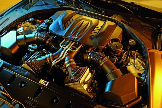 A teljesítményfokozó csomagban az eredeti 560 lóerő helyett 600 lóerőt kap az igényes ügyfél