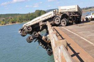A pokol küszöbéről mentették meg a kamionsofőrt