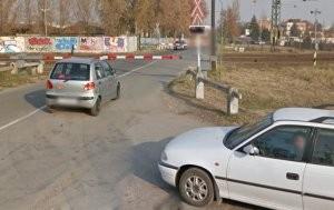 Vasúti sorompó rongált autókat Békéscsabán
