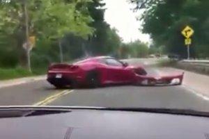 A nap lúzere: így összetörni egy Ferrarit!?