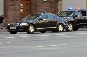Orosz politikus csak orosz autóban! Vagy nem.