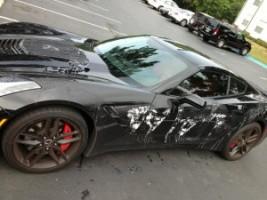 Savval támadtak a Corvette-re