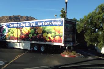 Fát döntött a női kamionos