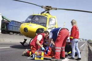 Súlyos baleset, mentőhelikopter az M0-son
