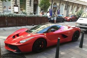 Budapesten parkolt egy LaFerrari