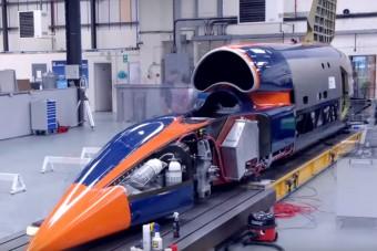 Így kell összerakni egy autót, ami 1600 km/órával hasít