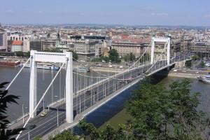 Ismét megszívatják az autósokat az Erzsébet hídnál