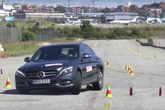 Ismét jávorszarvastesztet bukott a Mercedes