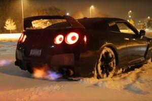 Ez a hóban verető GT-R szebb, mint maga a karácsony