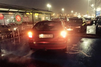 Duplán pofátlan parkolás Budaörsön, Tvrtko fotózta le