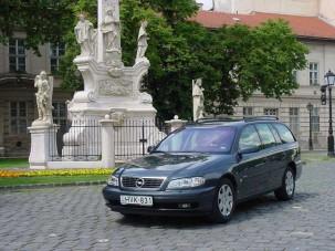 Teszt: Opel Omega Elegance Caravan 2.5 DTI - Az utolsó mohikán