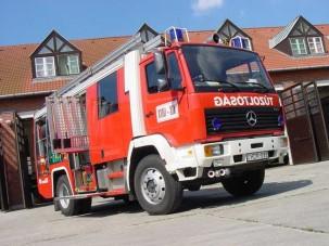 Mercedes Rosenbauer TLF 2000 tűzoltóautó