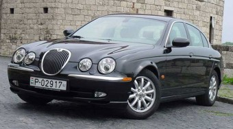 Teszt: Jaguar S-Type 2.5 V6 SE Executive - Öltöztet
