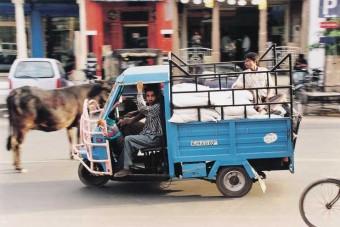 Időutazás Indiában - Rendhagyó gyárlátogatás a Volvo Trucks-szal