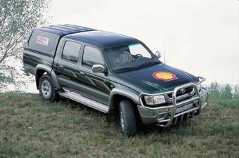 Toyota Hilux 2.5 D-4D SR5 - Tartja a lépést