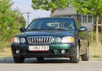 Teszt: Kia Magentis 2,5 V6 - Luxus konfekcióáron