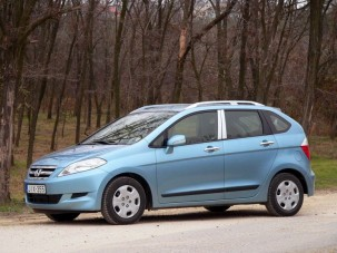 Teszt: Honda FR-V 1.7 - Hárman párban