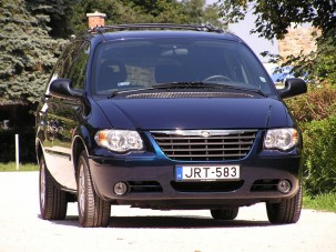 Teszt: Chrysler Grand Voyager 2.8 CRD - Hendikepes