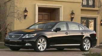 Mindent verő Lexus hibrid motorral