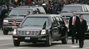 Különleges autó védi Bush-t