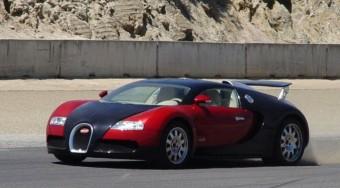 350-nel hasít a nyitott Veyron