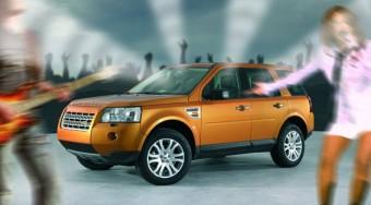 Dübörgő Land Roverek