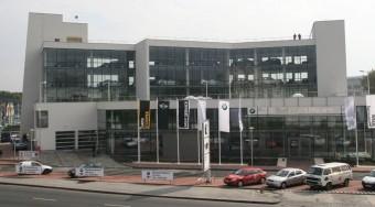 Új BMW szalon és motorhotel