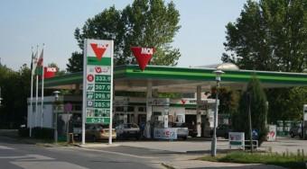 Tovább esik az üzemanyagok ára