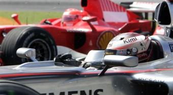 Räikkönen kinyírja a versenyautókat - videó