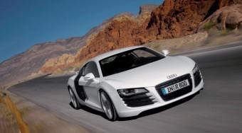 Fehér autó a trendi