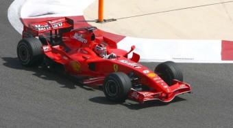 Räikkönen továbbra is az élen