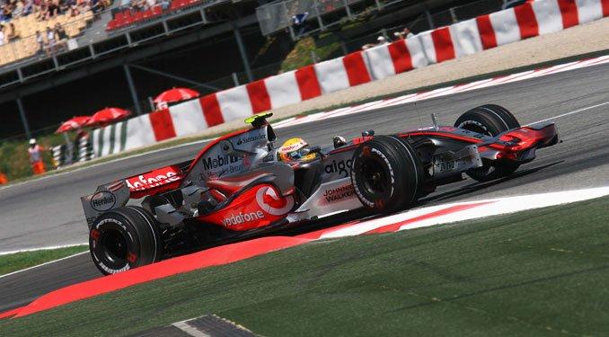 Elképesztő, de Hamilton vezeti a bajnokságot