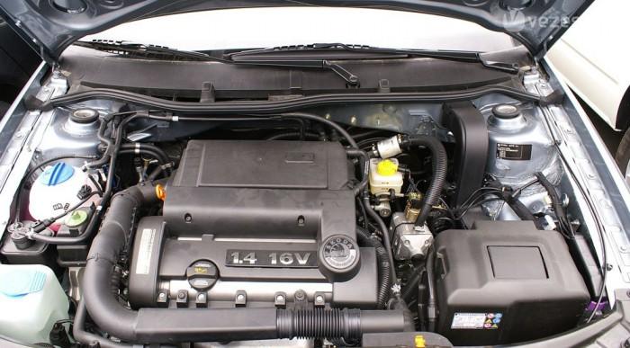 Alig látni, hogy a motor gázzal is működik