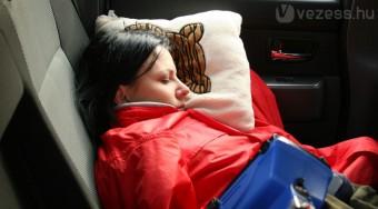 Alvás a kormány mögött