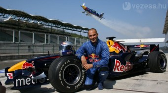 Palikból lassan F1 pilóta lesz