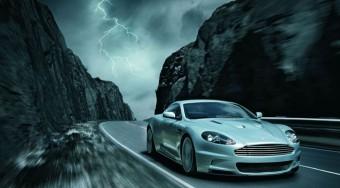 James Bond autója utcára - videó