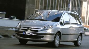 Beleerősít a Peugeot 807-es