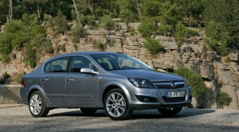 Vezettük: Új Opel Astra Sedan
